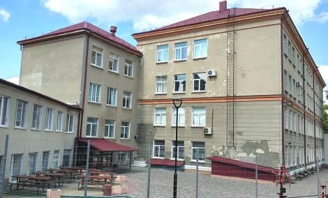 Тернопільська спеціалізована школа І-ІІІ ступенів №3, вул. Грушевського, 3